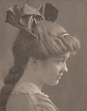 Alice (Avis Deppmen) as a young teenager